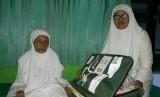 Nenek Sumiati (107) jamaah haji tertua di Embarkasi Surabaya