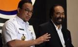 Ketua Umum Partai NasDem Surya Paloh (kanan) dan Gubernur DKI Jakarta Anies Baswedan (kiri) memberikan keterangan pers usai melakukan pertemuan di Kantor DPP Partai NasDem, Jakarta, Rabu (24/7/2019).