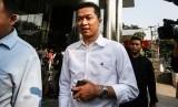 Taufik Hidayat (kiri)