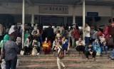 Pintu masuk Stasiun Bekasi, Kota Bekasi. KCI menambah perjalanan KRL lintas Bekasi.