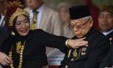 Wury Estu Handayani (kiri) bersama suaminya, Wakil Presiden RI Maruf Amin.