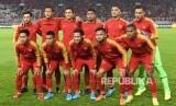 Pesepak bola timnas Indonesia berpose sebelum pertandingan melawan timnas Malaysia pada laga Kualifikasi Piala Dunia 2022 Grup G Zona Asia di Stadion Gelora Bung Karno (GBK), Senayan, Jakarta, Kamis (5/9/2019).