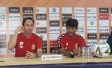 (Kiri-kanan) Pelatih Bhayangkara FC, Paul Munster dan Penyerang Bhayangkara FC, Jajang Mulyana dalam konferensi pers jelang laga melawan Bali United di Stadion Patriot Chandrabhaga, Bekasi, Kamis (12/9).