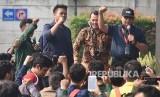 Penyidik KPK Novel Baswedan (kanan) berorasi bersama mahasiswa lintas universitas saat menggelar aksi mendukung KPK di pelataran Gedung Merah Putih KPK, Jakarta, Kamis (12/9/2019).