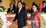 Sultan Minta Warga Yogyakarta Waspada Kerajaan Fiktif. Gubernur DI Yogyakarta Sri Sultan Hamengkubuwana (kiri) bersama istri Kanjeng Ratu Hemas.