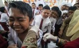Imunisasi difteri tetanus (DT). Sepanjang 2017-2019, RSUP H Adam Malik di Medan merawat 30 anak yang terinfeksi difteri, penyakit yang bisa dicegah dengan imunisasi..