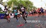 Sejumlah pelari mengikuti lomba lari internasional Borobudur Marathon 2019 di Borobudur, Magelang, Jawa Tengah, Ahad (17/11/2019). Ajang tahun ini dijadwalkan pada pertengahan November.