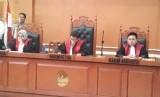 Terpidana First Travel Ajukan Peninjauan Kembali. Foto: Sidang putusan perdata aset First Travel di Pengadilan Negeri Depok, Senin (2/12).