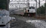 PPengerjaan jalur rel dwiganda atau double double track (DDT)