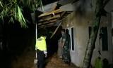 Rumah warga rusak diterjang longsor  (ilustrasi)