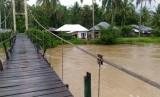 Situasi pasca banjir di Nagari Bukik Sikumpa, Kecamatan Lareh Sago Halaban, Kabupaten Lima Puluh Kota, Sumbar, Kamis (12/12).