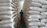 ACT memberikan bantuan beras ke sejumlah pondok pesantren di Sulteng. Foto beras di  gudang penyimpanan. (ilustrasi)