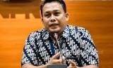 Pelaksana Harian (Plh) Juru Bicara KPK yang baru Ali Fikri menyampaikan konferensi pers di gedung KPK, Jakarta, Jumat (27/12/2019).