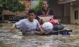 Lebih dari 1.300 Orang Mengungsi Akibat Banjir Karawang
