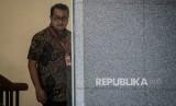 Wakil Ketua Komisi I DPR Teuku Riefky Harsya mendesak pemerintah meningkatkan layanan internet.