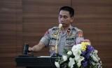 Wakapolda Jabar, Brigjen Pol Dr Ahmad Wiyagus saat memberikan pengarahan kepada para pengusaha oto bus se-Jabar.