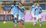 Pemain Lazio Felipe Caicedo, kiri, merayakan setelah mencetak gol pertama timnya selama pertandingan sepak bola Serie A Italia antara Parma dan Lazio di stadion Tardini di Parma, Italia, Ahad 9 Februari 2020