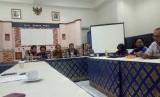 Aliansi Jurnalis Independen (AJI), Ikatan Jurnalis Televisi Indonesia (IJTI), Persatuan Wartawan Indonesia (PWI), dan Lembaga Bantuan Hukum (LBH) Pers menggelar konferensi pers terkait RUU Omnisbus Law Cilaka yang menyasar dunia pers, di Gedung Dewan Pers, Jakarta Pusat, Selasa (18/2).