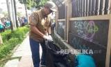 Wali Kota Sukabumi Achmad Fahmi melakukan aksi bersih-bersih sampaj di jalanan sebagai awal tanda diluncurkan adalah Gerakan Sukabumi Cinta Lingkungan (Sukabumi Cling) dan Sukabumi cegah, pilah, dan olah (Ceu Piah).