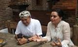 Batik Komar mengadakan workshop pembuatan batik. Bersama Yayasan Batik Indonesia untuk kampanye #BatikBeneran di Batik Komar, Jalan Cigadung Timur, Kota Bandung, Selasa (25/2)