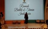 adan Amil Zakat Nasional (Baznas) mempromosikan kain batik dan tenun hasil program pemberdayaan mustahik di Tuban, Jawa Timur dan tenun dari Kabupaten Ende, Nusa Tenggara Timur di Plaza Semanggi.