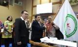 Ahmad Zakiyudin (batik pegang bendera) dilantik menjadi ketua DPP PDRI periode 2018-2023