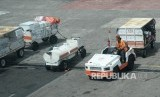 Aktivitas bongkar muat bagasi pesawat di Bandar Udara Ngurah Rai, Bali. ilustrasi (Republika/Yasin Habibi)