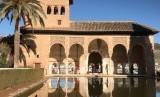 Peradaban Islam mewarisi keunggulan peradaban-peradaban kuno lainnya. Ilustrasi Istana Alhambra, Granada.