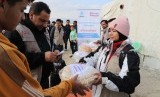 Aman Palestin menyalurkan bantuan kepada para pengungsi Suriah di kamp pengungsian Libanon.