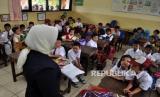 Anak belajar di sekolah (ilustrasi)