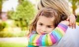 Anak butuh dipeluk orangtuanya/ilustrasi. Pelukan dan sentuhan ibu akan dapat mempengaruhi perkembangan psikis anak.
