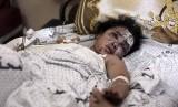 Anak Gaza berusia sembilan tahun, Hanen Al Bakri, menerima perawatan di Rumah Sakit Al Shifa, Gaza, Palestina.