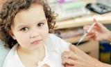 Anak mendapat suntikan insulin/ilustrasi