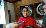 Anggota Maju Perempuan Indonesia (MPI) sekaligus Anggota Ombudsman RI Bidang Hukum dan Peradilan Ninik Rahayu, usai menjadi pembicara dalam sebuah diskusi di kawasan Menteng, Jakarta Pusat, Ahad (18/8).