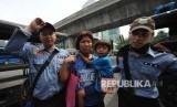 Pengamankan anak jalanan oleh Satpol PP (ilustrasi)