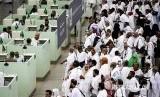 Antrean jamaah haji di loket imigrasi bandara internasional King Abdulaziz Jeddah, Arab Saudi (ilustrasi)