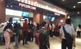 Antusiasme warga Purwakarta yang ingin menonton bioskop pertama ini, cukup tinggi, Rabu (12/12).