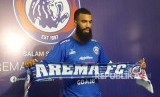 Arema FC resmi mendatangkan pemain asing baru dari Belanda, Sylvano  Comvalius.