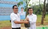 Aston Imperial Bekasi lakukan CSR berupa pemberian 300 bibit pohon kepada pemerintah kota Bekasi.