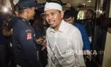 Bakal calon Wakil Gubernur Jawa Barat Dedi Mulyadi tiba di RS Hasan Sadikin untuk jalani pemeriksaan kesehatan di Bandung, Jawa Barat, Kamis (11/1).