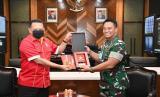 Bamsoet bertemu KSAD Jenderal TNI Andika Perkasa, di ruang kerja KSAD, di Jakarta, Selasa (7/4).