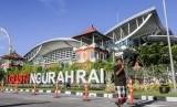 Bandara Ngurah Rai, pintu wisatawan masuk ke Bali menggunakan pesawat.