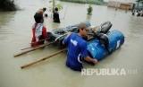 Banjir di Karawang, Jawa Barat. (Republika/Edi Yusuf)
