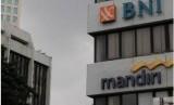Bank Mandiri dan BNI merupakan bank milik pemerintah.