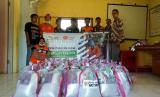 Bantuan untuk Solok Selatan. YMM Freeport gandeng Rumah Zakat menyalurkan bantuan untuk korban gempa Solok Selatan.
