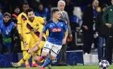 Barca tahan imbang Napoli 1-1.