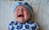 Bayi menangis.