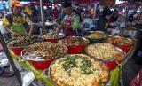 Pedagang Pasar Ramadhan Malaysia Jualan Online. Bazar atau pasar Ramadhan di Malaysia.