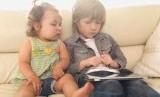 Beberapa guru mengatakan anak-anak yang terlalu banyak menghabiskan waktu dengan gadget, kemampuan menulis tangannya terkendala.