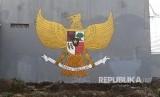 Mural lambang Garuda Pancasila.